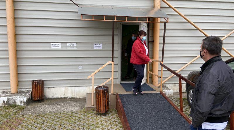 În această dimineață, la ora 08.00, a devenit operațional Centrul de vaccinare din comuna Ilia.